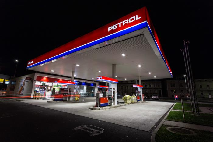 FUNCTIONAL ILLUMINATION OF PETROL STATIONS
